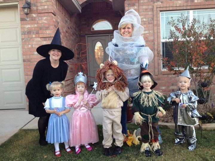 Негде over the rainbow... this family is owning Halloween.