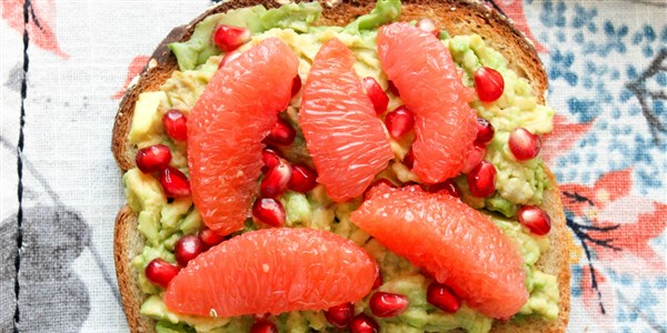 Avokado Toast With Grapefruit and Pomegranate Seeds