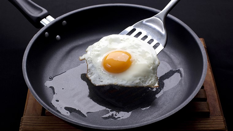 Stekt egg on a frying pan