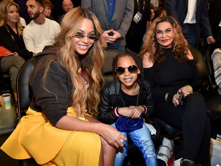 Тина Knowles posted a cute throwback pic of her daughter today in honor of her 37th birthday