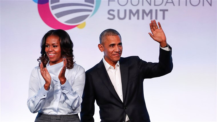 Слика: Former U.S. President Barack Obama and former first lady Michelle Obama arrive for the Obama Foundation Summit in Chicago