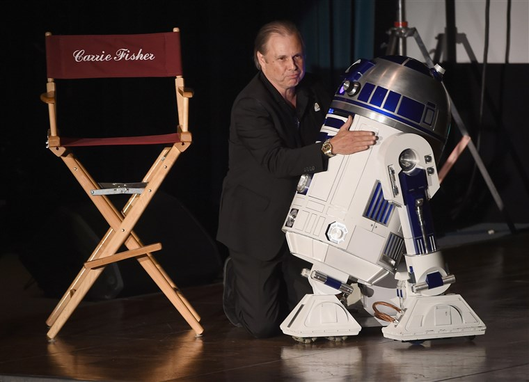 Todd Fisher and R2-D2 at Debbie Reynolds and Carrie Fisher Memorial