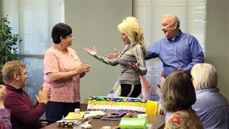 Staigmena! Dolly Parton showed up at a renaming of a senior center in Tennessee to the delight of a group of local senior citizens.
