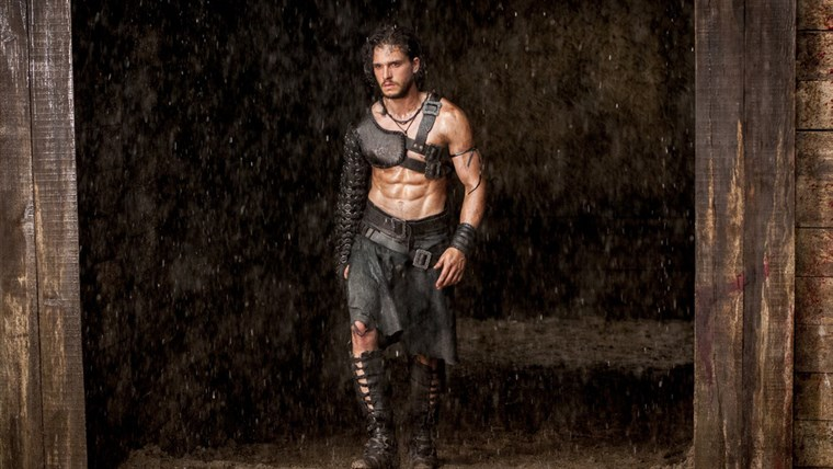 Мило (Kit Harington) in a gladiator ring in
