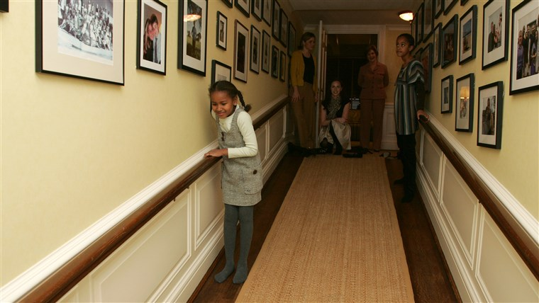 LIVRE, Jenna, Barbara and GWB welcome Michelle Obama, her mother, Marian Robinson, and her children Malia and Sasha to a tour of the White House Tuesday, Nov. 18, 2008 in Washington, D.C.