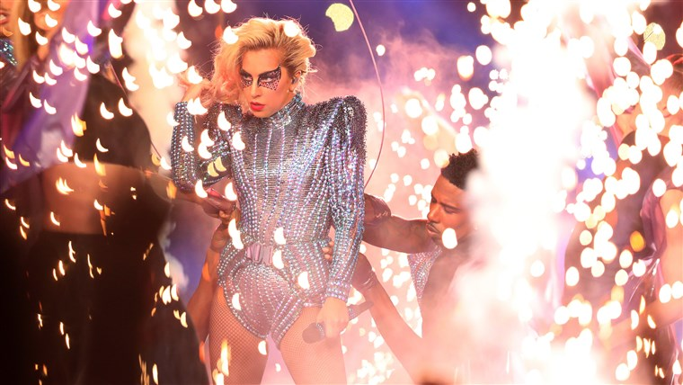 doamnă Gaga performs during the Pepsi Zero Sugar Super Bowl 51 Halftime Show
