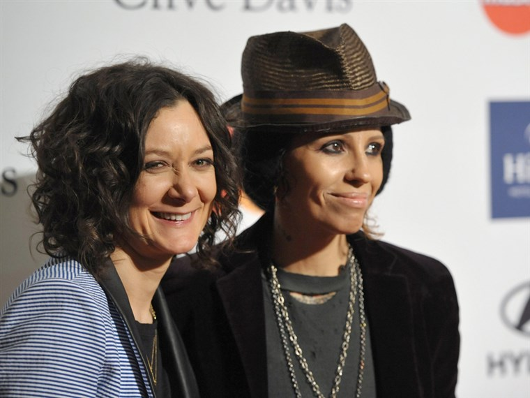 Vaizdas: Sara Gilbert and recording artist Linda Perry