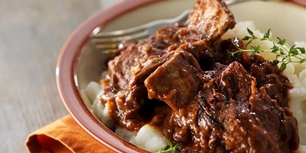 Care gateste incet Falling-Off-the-Bone Short Ribs