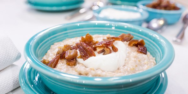 Pot-ciob Coconut Cinnamon Oatmeal with Dates