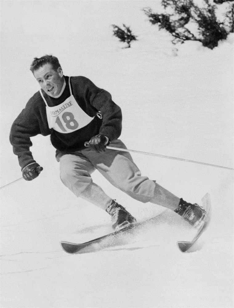 Prancūzų kalba skier Jean Vuarnet zooms down a hill in Feb. 1960, at the Winter Olympic Games in Squaw Valley. The courses are still in use for skiers.